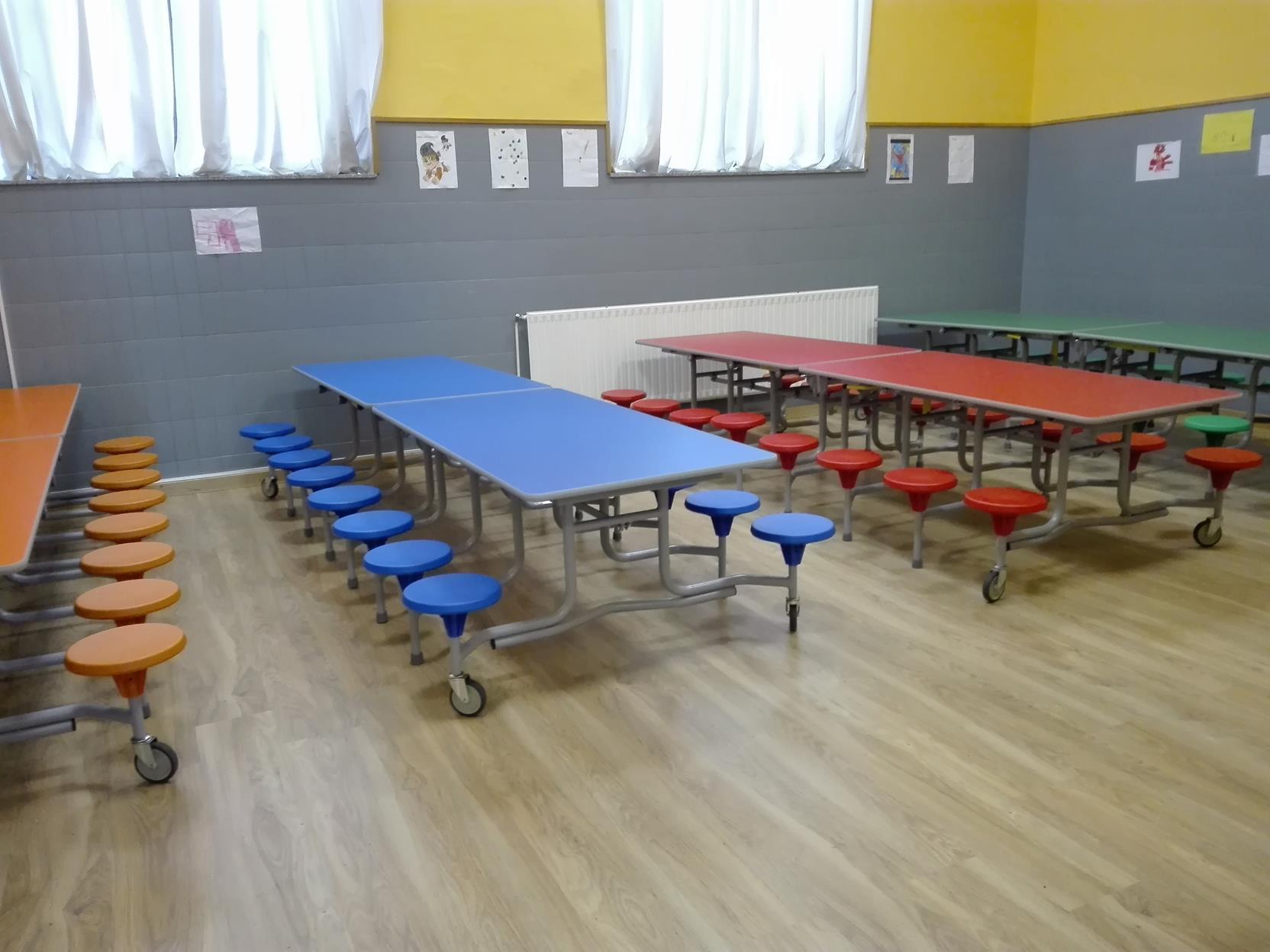 Estrenamos mobiliario de comedor para los ni os de for Mobiliario comedor